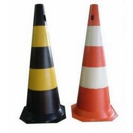 Cones sinalizadores de trânsito