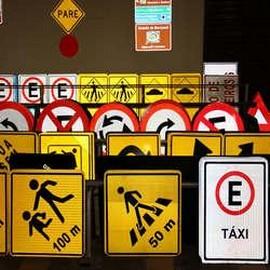 Fabrica de placas de sinalização de segurança