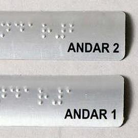 Placas sinalização braille