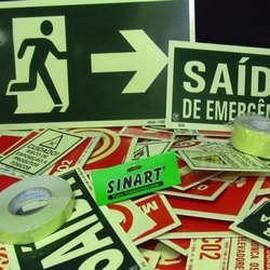 Distribuidor de placas de sinalização